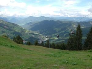 A hegytetőről Mühlbach és a felvonó